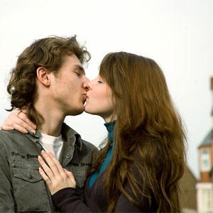 egy fiatalabb ember randevának következményeivancouver társkereső webhelyek